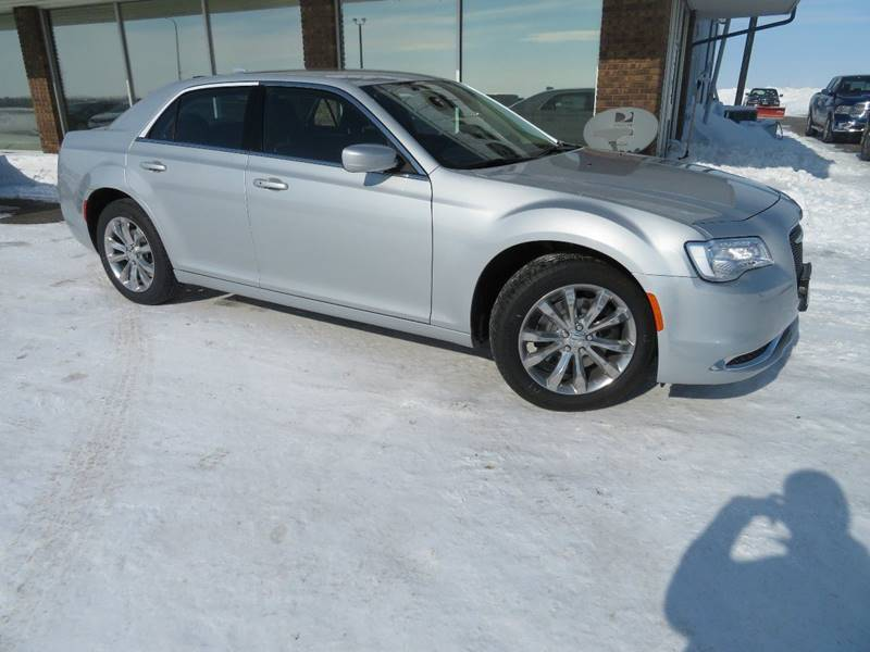 New 2019 CHRYSLER 300 Touring AWD 4dr Sedan
